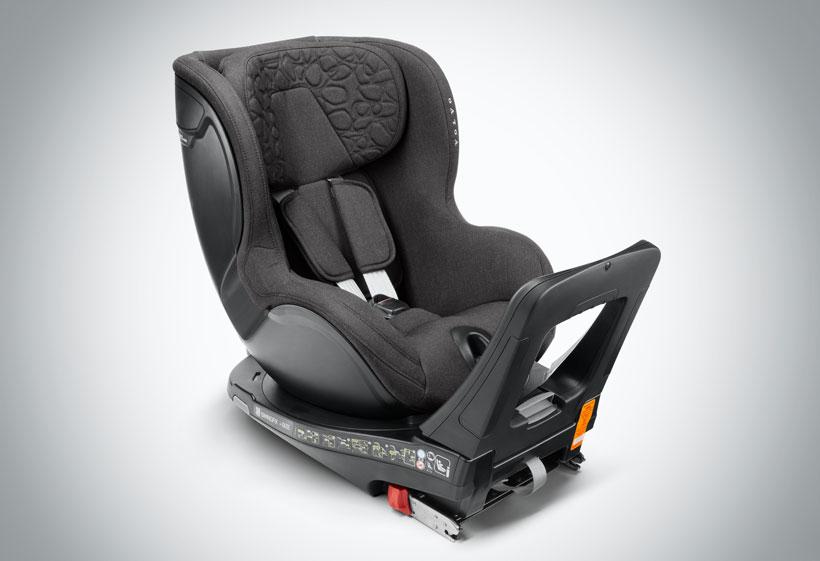 Nazaj obrnjen otroški sedež z enostavnim dostopom
